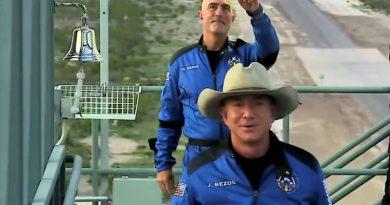 Jeff Bezos, homem mais rico do mundo, decola em viagem espacial; veja vídeo